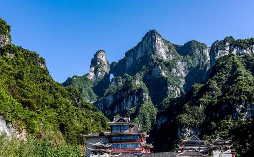 张家界森林公园、天子山、袁家界,天门山玻璃栈道(3日游)